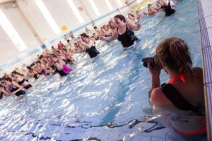 10-photo making of photographe reportage dans la piscine